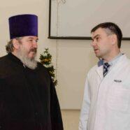 Протоиерей Николай Брындин вместе с детьми-прихожанами посетил республиканский перинатальный центр